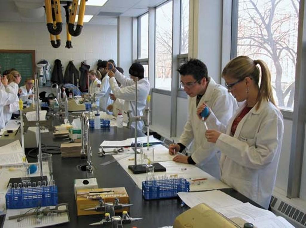 list of Top 10 Universities in Canada For Biochemistry 2016